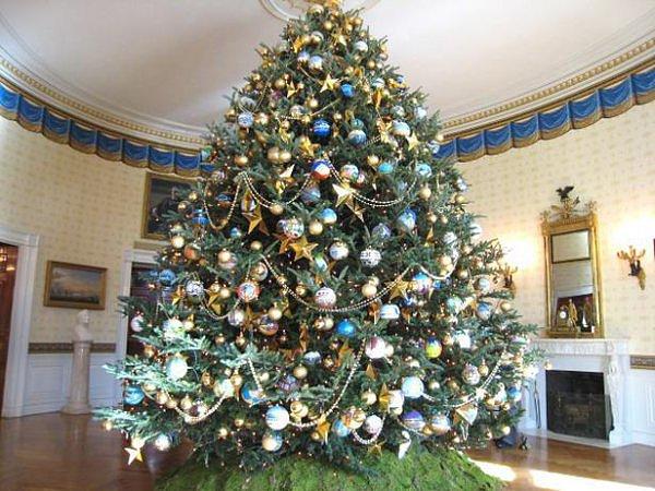 Большая искусственная елка